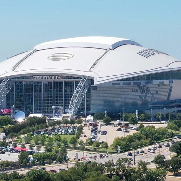 A T &T Stadium (Dallas Cowboys)