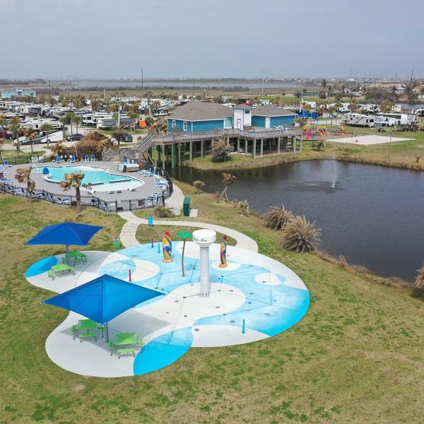 RV park pool & recreation area