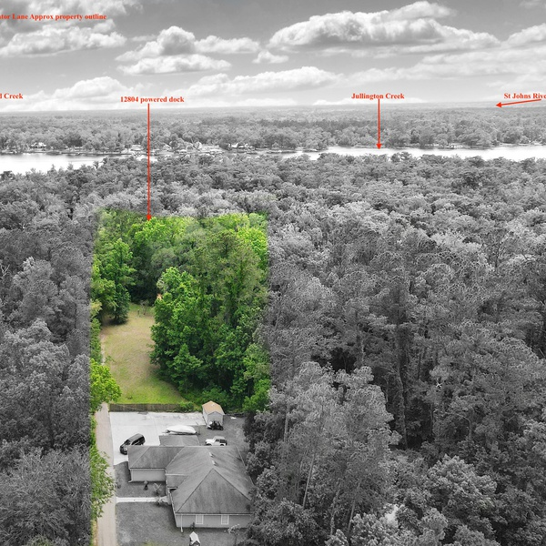 Overhead lot view highlighting property borders and features
