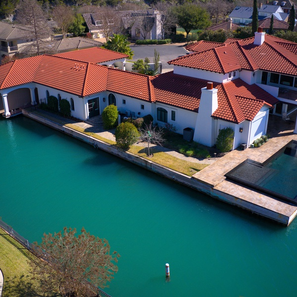 Luxurious Home on The River 2